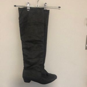 Grey suede boots - near new